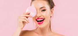 Szczoteczka soniczna do twarzy – czy warto mieć ją w swojej kosmetyczce?